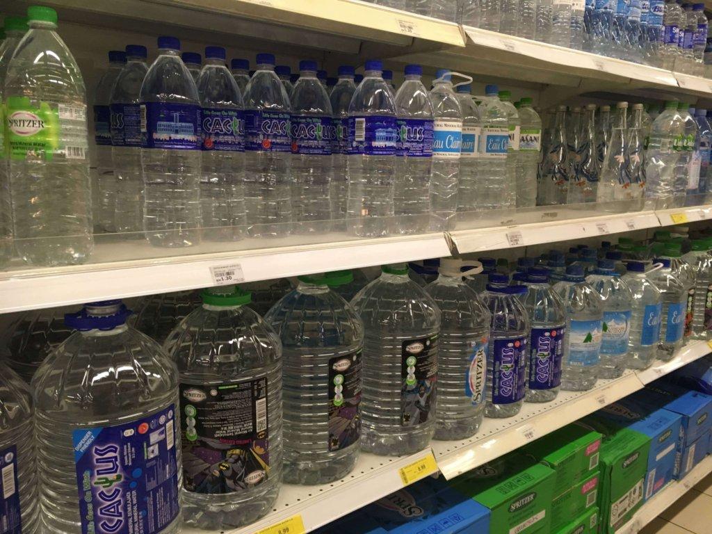 マレーシアのスーパーで売っているお水