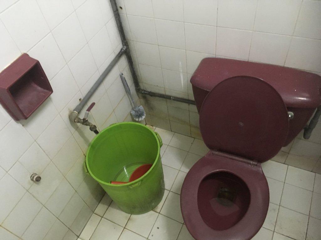 マレーシアのローカルのトイレ