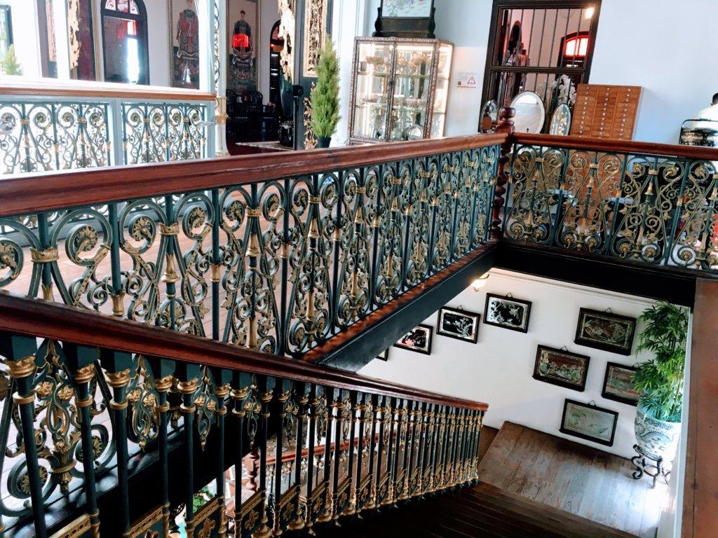 プラナカンマンションの階段